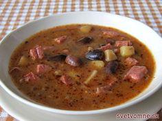 Veľká polievka, z veľkej fazule, s veľkým kúskami údeného mäsa, pre veľa veľkých hladošov. Pre menej veľkých hladošov varíme polievku z polovičného množstva ingrediencií. Paprika Potatoes, Seasoned Potatoes, Lima Bean Recipes, How To Cook Beans, Czech Recipes, Peeling Potatoes, Smoking Meat, Lactose Free, Food 52