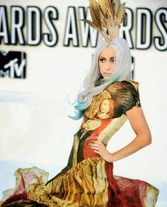 c47ab90027ab59 Lady Gaga, Idole, People, Citrouilles De Halloween, Alexander Mcqueen,  Effet Superstar