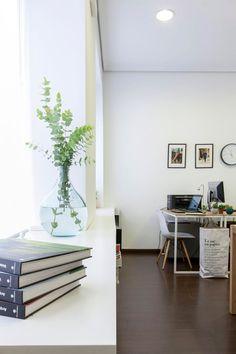 Te presentamos nuestra oficina, una representación de lo que nos gusta hacer en nuestros proyectos: luz, amplitud y funcionalidad para trabajar a gusto.