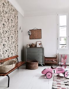 Vintage Industrial Decor Are these the perfect French kids rooms? - Are these the perfect French kids rooms? Is this how we imagine French kids interiors? A little boho, not perfect, no minimalism and designer. French Kids, Vintage Industrial Decor, Vintage Decor, Vintage Rugs, Industrial Bedroom, Industrial Loft, Vintage Lighting, Industrial Design, House Beds