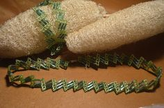 The beaded bracelet. Seed Bead Patterns, Jewelry Patterns, Beading Patterns, Beading Projects, Beading Tutorials, Beaded Bracelets Tutorial, Necklace Tutorial, Bugle Beads, Seed Bead Necklace