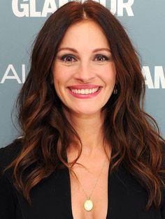 All New for 10 Hairstyles That Make You Look 10 Years Younger: JULIA ROBERTS Older: Dark, monotone color lacks dimension and looks harsh on fair skin. Dark Auburn Hair, Hair Color Auburn, Ombre Hair Color, Dark Hair, Reddish Brown Hair Color, Magenta Hair, Violet Hair, Burgundy Hair, Julia Roberts Hair