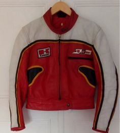 Epic fail on a Sheene Suzuki leather, both chest badges totally wrong, it's got a Kawazaki badge on it?? being sold on EBay as a Sheene Replica???? Lol