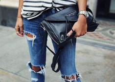 Leather clutches and ripped jeans — a rock 'n roll combo you can't go wrong with. Denim Fashion, Love Fashion, Fashion Outfits, Casual Outfits, Estilo Denim, Mode Jeans, Ripped Jeans, Destroyed Jeans, Denim Jeans