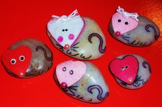 These are little Valentines Mice made out of little white stones. I stuck felt hearts on them and then embelished them with bows and eyes. This is a fun Valentines Day craft for kids!