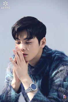 The original beauty in Korea. Korean Men, Korean Actors, Korean Star, Darren Wang, Kim Myungjun, Cha Eunwoo Astro, Astro Wallpaper, Kdrama, Boyfriends