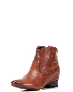 """<span style=""""-webkit-text-stroke-color: rgba(0, 0, 0, 0);"""">The Monica is full of surprises! At first glance, its burnished antique leather silhouette is unassuming, however, a look inside this boot reveals a 1 1/4"""" hidden internal wedge.</span>"""