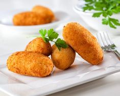 Homemade traditional Spanish croquettes or croquetas on a white plate with fork. Chicken Croquettes, Croquettes Recipe, Tapas Recipes, Cuban Recipes, Tapas Food, Spanish Tapas, Spanish Food, Learn To Cook, Food To Make