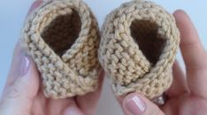 to Knit BABY BOOTIES Shoes with Adorable! Knit Baby Booties Free Knitting Pattern + Video Tutorial by Studio KnitAdorable! Knit Baby Booties Free Knitting Pattern + Video Tutorial by Studio Knit Baby Booties Knitting Pattern, Baby Hats Knitting, Knitting Blogs, Booties Crochet, Baby Boots, Crochet Baby Booties, Baby Knitting Patterns, Baby Patterns, Free Knitting