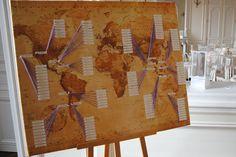 Plan de table sur le thème du voyage : carte du monde