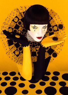 Avant Garde Makeup & Clothes Brownie brownie d camera Serge Lutens Makeup, Pierrot Clown, Photographie Portrait Inspiration, Send In The Clowns, Shooting Photo, Foto Art, Makeup Art, Retro, Fashion Art
