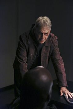 Mr. Gibbs (Mark Harmon), all banged up, NCIS, great tv series, show, portrait, photo