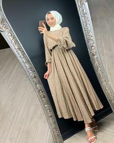 Hijab Fashion Summer, Modern Hijab Fashion, Abaya Fashion, Muslim Fashion, Fashion Dresses, Hijab Dress Party, Hijab Style Dress, Casual Hijab Outfit, Casual Cotton Dress