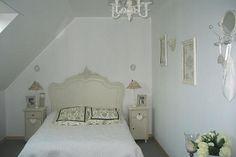 le lit, la disposition de la pièce