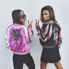 •Pinterest : @vandanabadlani BOMBER JACKET Esta es una tendencia que ya estamos viendo en las calle un poco mas pero aun no llega por completo a México, ya que aquí existen solo modelos no