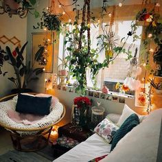 Frank strengthened meditation room design straight from the source Mundo Hippie, Meditation Room Decor, Hangout Room, New Room, Home Decor Bedroom, Home Remodeling, Beautiful Homes, Room Ideas, Decor Ideas