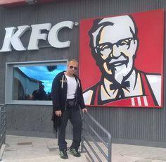 Oggi, da KFC a Viterbo, a pranzo 👍💪 Emanuele Carioti Ematube la notizia non dorme ma
