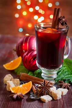Christmas mulled wine with spices Christmas Drinks, Holiday Drinks, Christmas Mood, Noel Christmas, Ponche Navideno, Illustration Noel, Winter Drinks, Coffee Photography, Food Photography