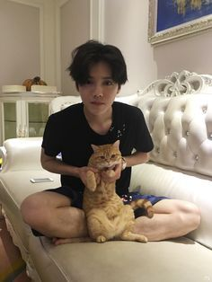 Luhan petition to have more deer and cat interactions, my new otp