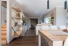 großer praktischer Essbereich mit offener Küche im Hartl Haus Musterhaus Style 163 W in Graz Villa, Loft, Furniture, Home Decor, Style, Graz, Open Plan Kitchen, Room Layouts, Modern Architecture