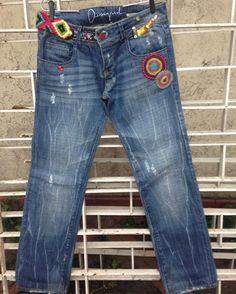 Calça jeans com aplicações da #Desigual  essa bomba  #brechocamarimtododianovidade  #brecho .