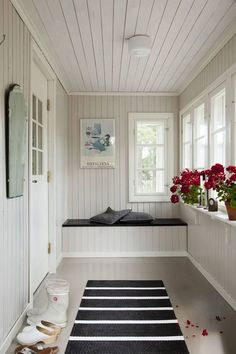 58 Comfortable Interior Trending Today - Stylish Home Decorating Designs Closed In Porch, Enclosed Front Porches, Small Sunroom, Sunroom Decorating, Interior Design Boards, Home Decor Trends, New Homes, House Design, Trending Today