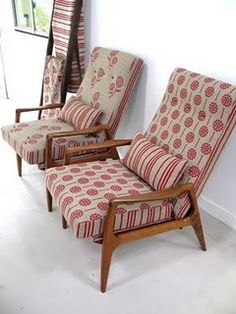 flourish and blume: DIY your mouldy old chairs Old Chairs, Vintage Chairs, Retro Chairs, Retro Armchair, Furniture Restoration, Restoration Hardware, New Furniture, Furniture Refinishing, Furniture Upholstery