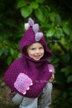 This is a crochet pattern for dragon poncho Nikki. The hooded poncho has cute pockets with nails, decorated with spikes and small ears. Worked bottom up with aran weight yarn. Perfect for a little boy or girl to look cute!
