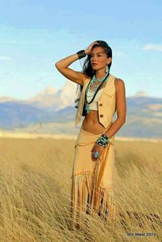 Pin tillagd av valerie harris på yes native american women, Native Girls, Native American Girls, Native American Beauty, Native American Clothing, American Indians, American Indian Girl, American Photo, Elegantes Business Outfit, Looks Country