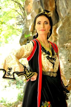Greek Traditional Dress, Traditional Outfits, Ancient Greek Costumes, Folk Dance, Greek Clothing, Folk Costume, Historical Costume, World Cultures, Greece