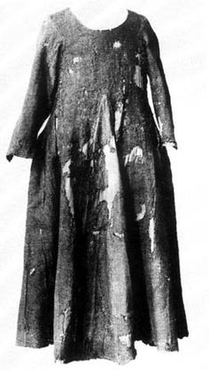 Herjolfsnes No. 38    women version of No.41, tighter but not fitted, late 14th century, National Museum of Denmark, Kopenhagen