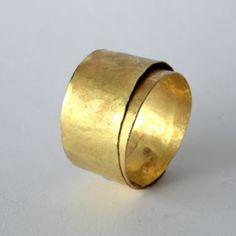 DISA ALLSOPP -UK -18kt gold wide wrapped ring   http://disaallsopp.blogspot.pt…