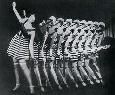 Grit and Ina van Elben's dancing-machine at the Tingel-Tangel Theatre, 1931
