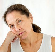 Tra i sintomi più frequenti in menopausa, c'è quello dell'affaticamento e della stanchezza. Ci sentiamo come sprofondate in una specie di letargo, con mancanza di dinamismo, senso di stanchezza perenne, debolezza ad ogni minimo sforzo.