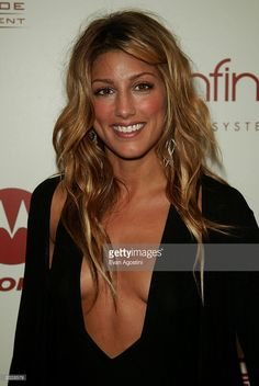"""Actress Jennifer Esposito arriving at the Sean """"P. Diddy"""" Combs and Guy Oseary 2002 MTV Video Music Awards post-party at Cipriani in New York City. August Photo by Evan Agostini/ImageDirect Get premium, high resolution news photos at Getty Images Prettiest Actresses, Beautiful Actresses, Most Beautiful People, Beautiful Celebrities, Jennifer Esposito Blue Bloods, Summer Hairstyles, Cute Hairstyles, Hair Dos, My Hair"""