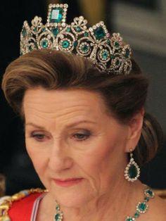 Tiara Mania: Emerald Parure Tiara worn by Queen Sonja of Norway