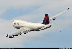 Delta Air Lines N675NW Boeing 747-451 aircraft picture