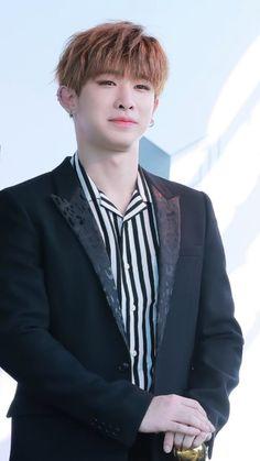 Wonho (look at the eyesmile he looks so Cute*^*)