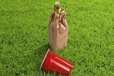 Inconspicuous Wine Carriers - The Wine'o Bottle Bag Keeps Wine Cool on the Go