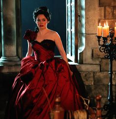 """Another great look at Young Cora (Rose McGowan) and the red dress; from """"The Miller's Daughter"""". Once Upon A Time, Fairytale Fashion, Rose Mcgowan, Queen Costume, Film Serie, Queen Of Hearts, Period Dramas, Ouat, Costume Design"""