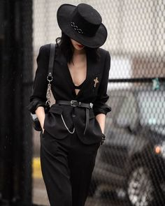 """black-is-no-colour:""""New York Fashion Week, Street Style. Model Sora Choi after the Boss Spring 2019 show."""" black-is-no-colour:""""New York Fashion Week, Street Style. Model Sora Choi after the Boss Spring 2019 show. Mode Outfits, Fashion Outfits, Womens Fashion, Fashion Tips, Fashion Trends, Style Fashion, Rock Chic Outfits, Travel Outfits, Edgy Outfits"""
