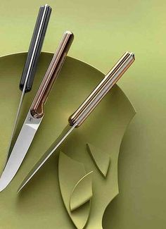Henri Mazelier showcases the art of creating fine French cutlery with a unique collection of beautiful, modern, sexy, dinner knives. Collector Knives, Welding Design, Trench Knife, Gadgets, Metal Welding, Hard Metal, Knife Sharpening, Machine Tools, Custom Knives