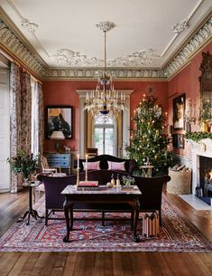 Ven House spectacularly decorated for Christmas - This is one of an enfilade of rooms on the ground floor. The Heriz Persian rug is from the Afridi G - Living Room Designs, Living Room Decor, Classic Christmas Decorations, Drawing Room, Victorian Homes, Georgian Mansion, Georgian Interiors, House Interiors, Christmas Inspiration