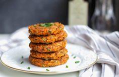 Diese Kohlrabi Karotten Puffer sind vegan, mit glutenfreier Option, ohne Soja, ohne Nüsse und fettarm. Sehr lecker und schnell gemacht!