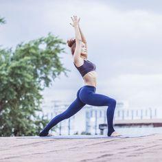 Son nom ne vous dit peut-être pas grand-chose, pourtant le Strala Yoga est le petit dernier de la grande famille du Yoga et commence à s'imposer un peu partout dans le monde! Inventée par la pétillante créatrice américaine Tara Stiles, la particularitéde cette discipline réside en son dynamisme et son mode d'entraînement décontracté. Et si le Yoga versions danse et fitnessétait le sport qui vous correspond le mieux?