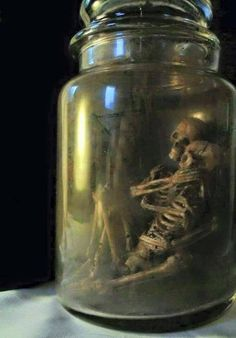 Today, you'll find there are many recipes for Halloween out there. It can be hard to develop good Halloween costume Halloween Prop, Dollar Store Halloween, Halloween 2019, Diy Halloween Decorations, Holidays Halloween, Halloween Crafts, Happy Halloween, Halloween Skeletons, Halloween Stuff
