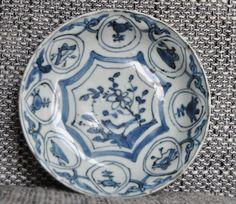 Online veilinghuis Catawiki: Kraakporseleinen bordje met vogel - China - Begin 17e eeuw, Wanli periode