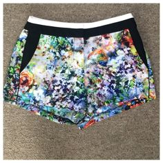 """Forever 21 floral shorts Forever 21 water color painted style shorts. Has built in pockets. Like new condition.  Waist 26"""" and the the length is 11"""" Forever 21 Shorts"""