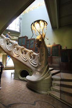 Design Art Nouveau, Art Nouveau Interior, Art Nouveau Furniture, Architecture Art Nouveau, Beautiful Architecture, Interior Architecture, Interior And Exterior, Escalier Art, Art Nouveau Arquitectura
