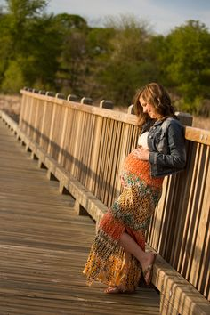 Spring outdoor maternity session by Hannah Goering Photography